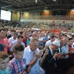 Tudi na tribunah so verniki molili