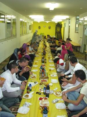 mladinski-iftar-v-kopru3